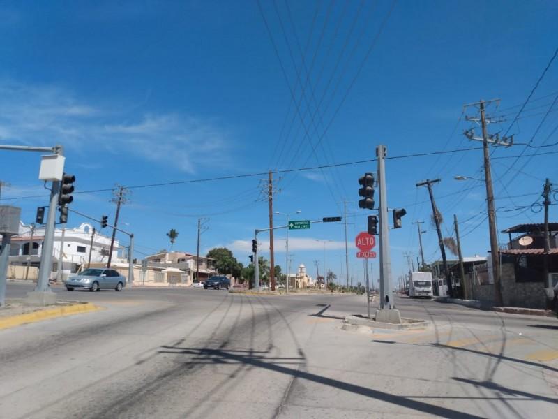 Sin funcionar semáforos de la calle Forjadores