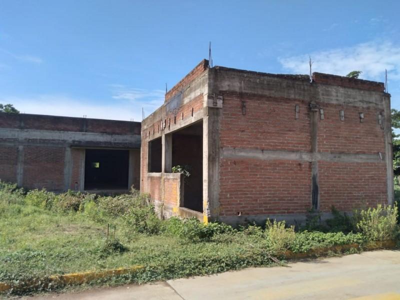 Dos construcciones de centros de salud en Juchitán inconclusas