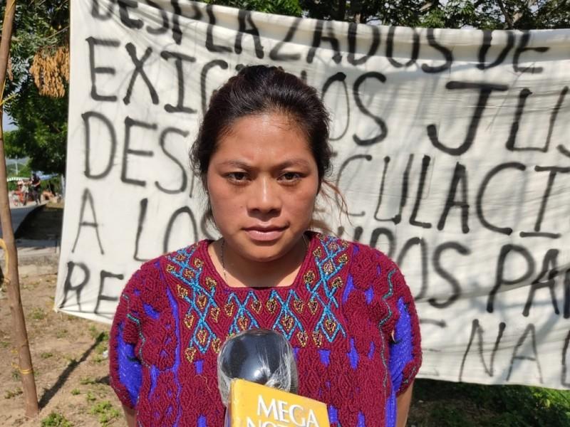 Dos desplazados siguen en prisión con normalistas
