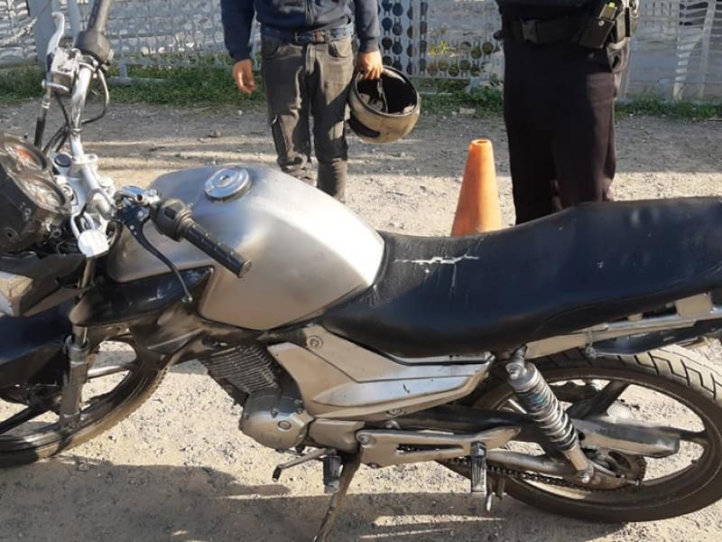 Dos hombres detenidos con motocicleta robada