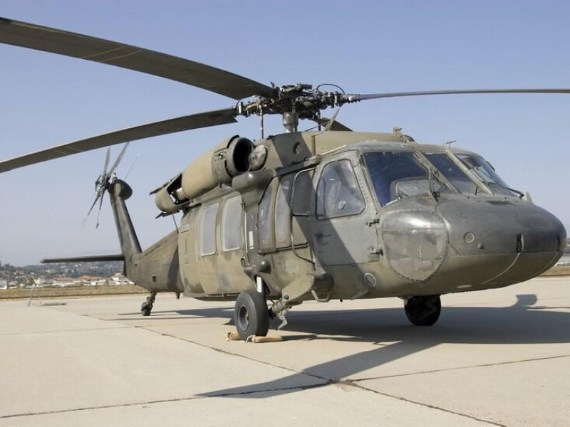 Dos militares de EU mueren al caer helicóptero