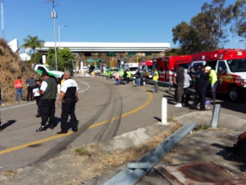 Dos muertos deja volcadura de autobús en Huitzo