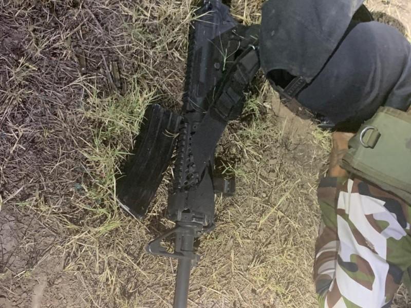 Dos muertos en enfrentamiento; ponchan llantas de tráileres