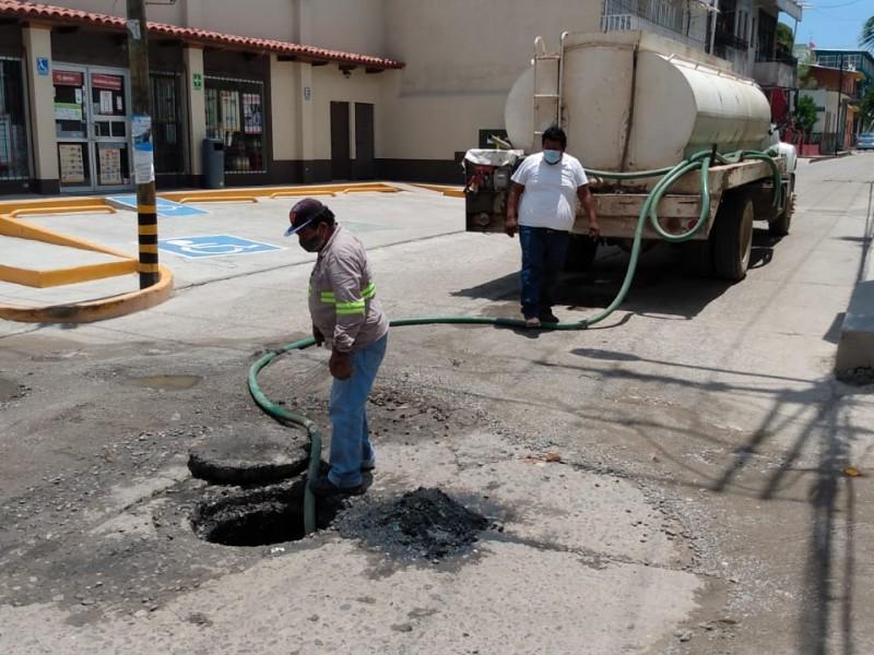Drenajes colapsados persisten en Tehuantepec, hasta 6 puntos por mes
