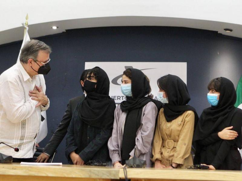 Ebrard da bienvenida a México a primeras refugiadas de Afganistán