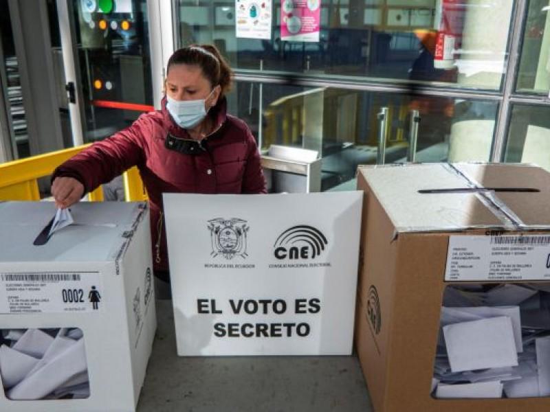 Ecuador termina jornada electoral para elegir Presidente