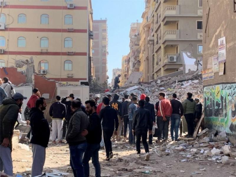 Edificio colapsa en Egipto