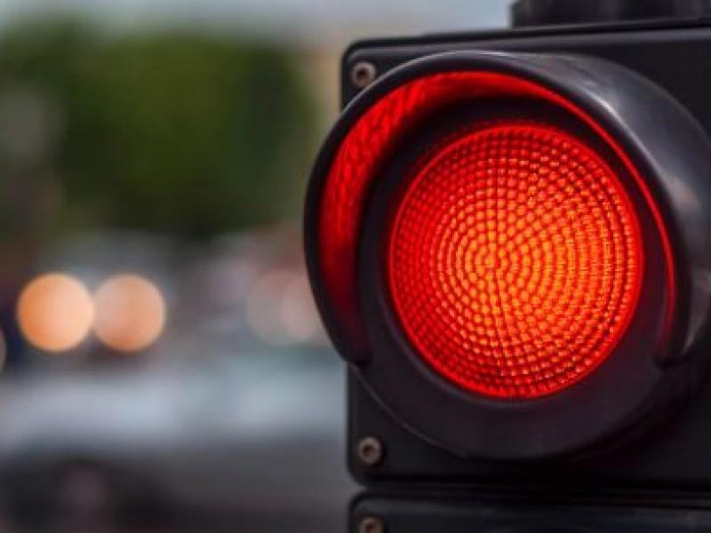 Edomex mantiene semáforo rojo por aumento en hospitalizaciones
