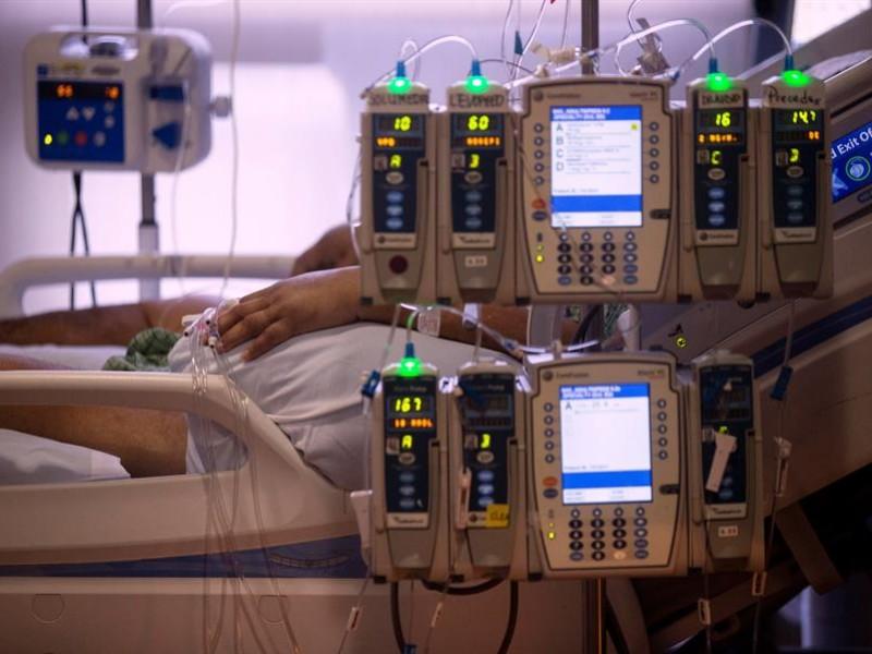 EE.UU. supera los 25 millones de contagiados por la covid-19