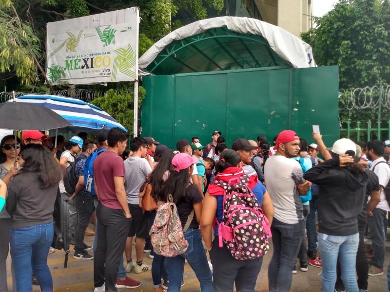 Egresado normalistas demandan plazas de maestros