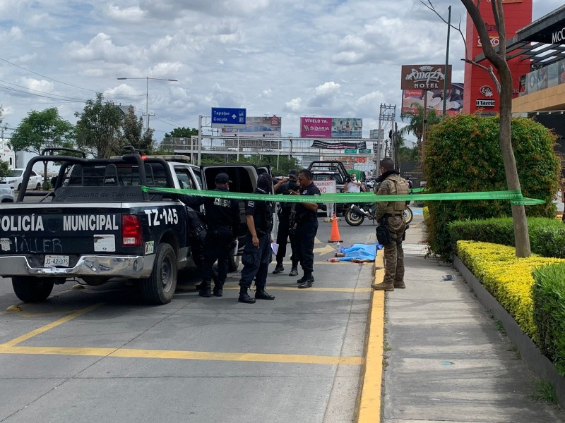 Ejecutan a hombre en Plaza Las Villas, Tlajomulco