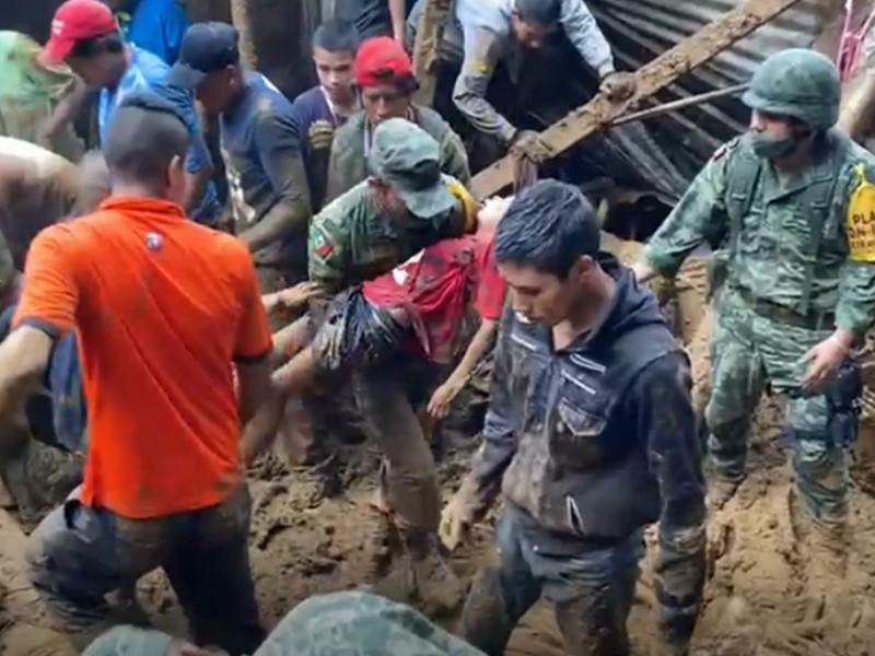 Ejército rescata a menor de vivienda sepultada en lodo