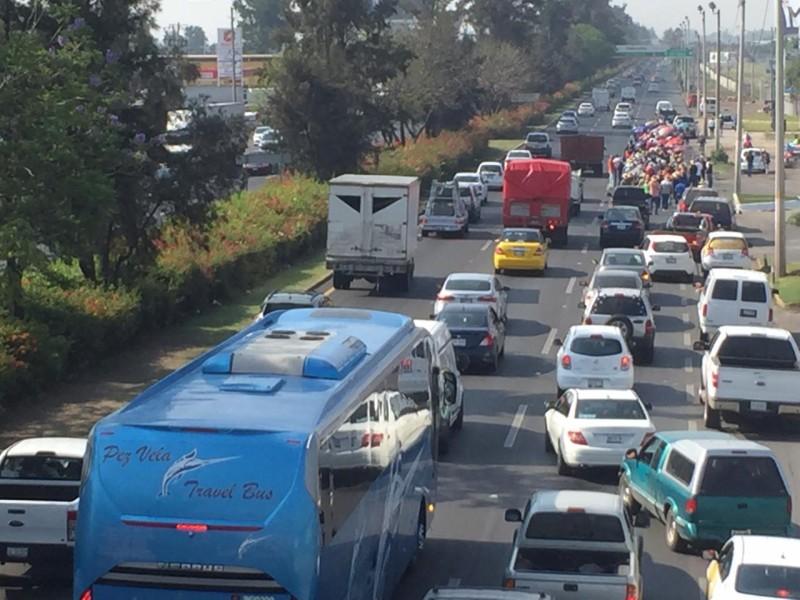 Ejidatarios colapsan carretera a Chapala con nueva marcha