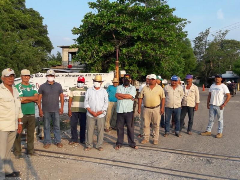 Ejidatarios de Comitancillo paran trabajos del Corredor Interoceánico