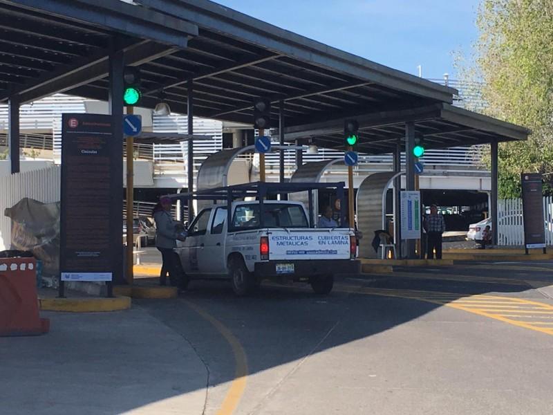 Ejidatarios mantienen control de estacionamiento en Aeropuerto