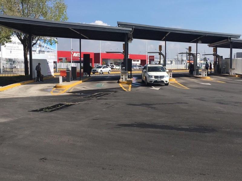 Ejidatarios mantienen toma de estacionamiento en Aeropuerto