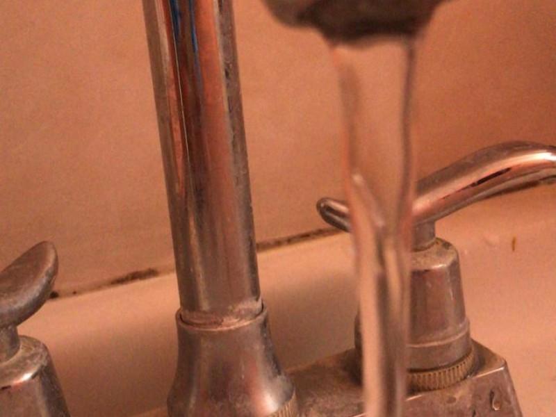 El consumo de agua aumenta hasta un 25% por contingencia