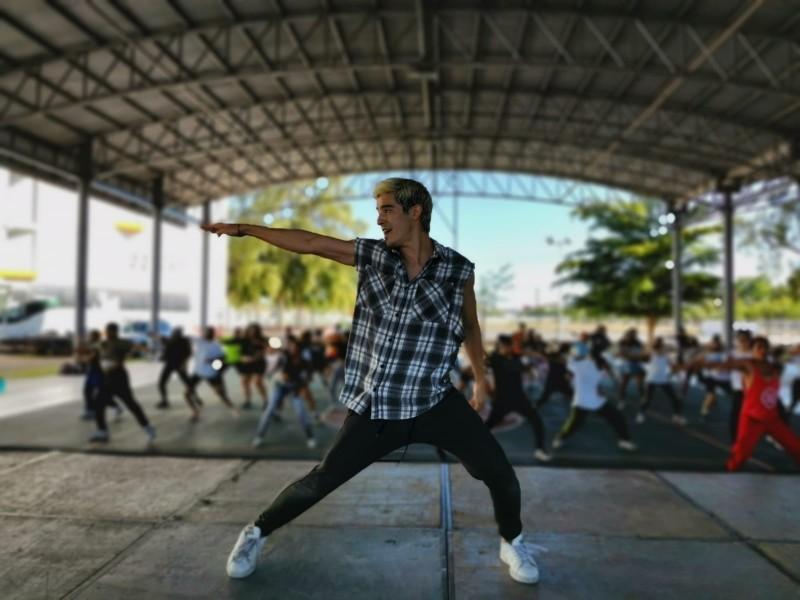 El coreógrafo David Pinto, conecta cuerpo y alma danzando