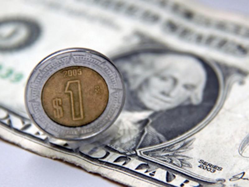 Dólar cede terreno frente al peso mexicano