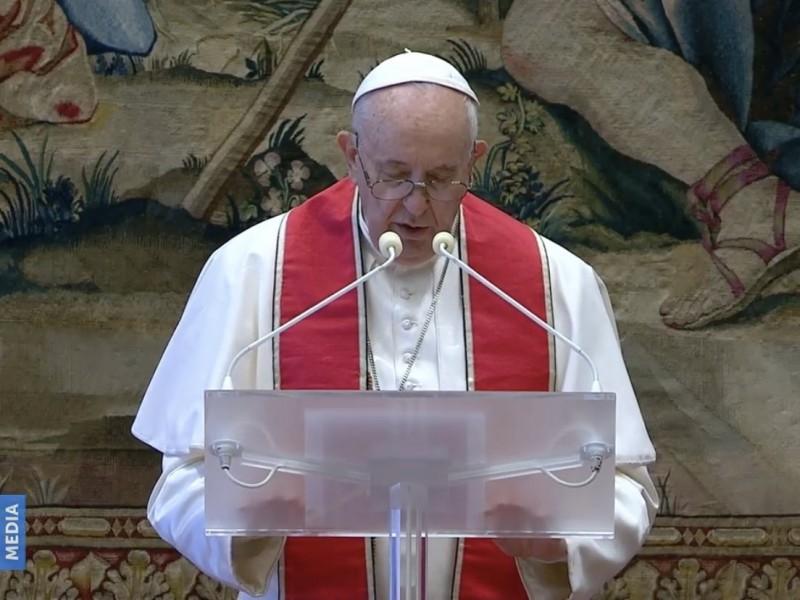 El Papa pide vacunas para todos, en su mensaje navideño