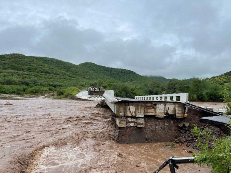 """El paso del huracán """"Nora"""" afectó 14 puentes"""