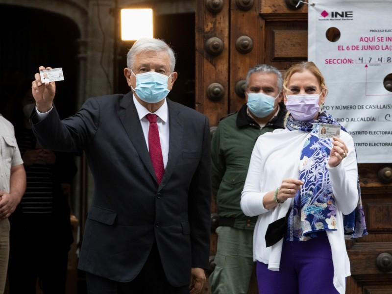 El presidente López Obrador y Beatriz Müller acuden a votar