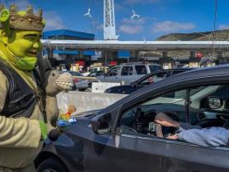 El Shrek de Tijuana, ayuda a la sociedad y familia.