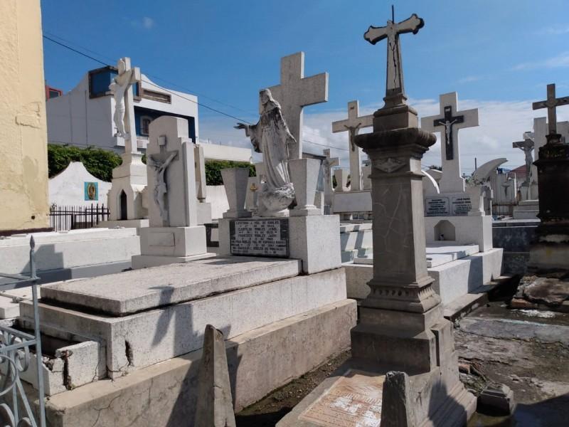 El SUTSEM alerta por posible privatización de los panteones tepicenses