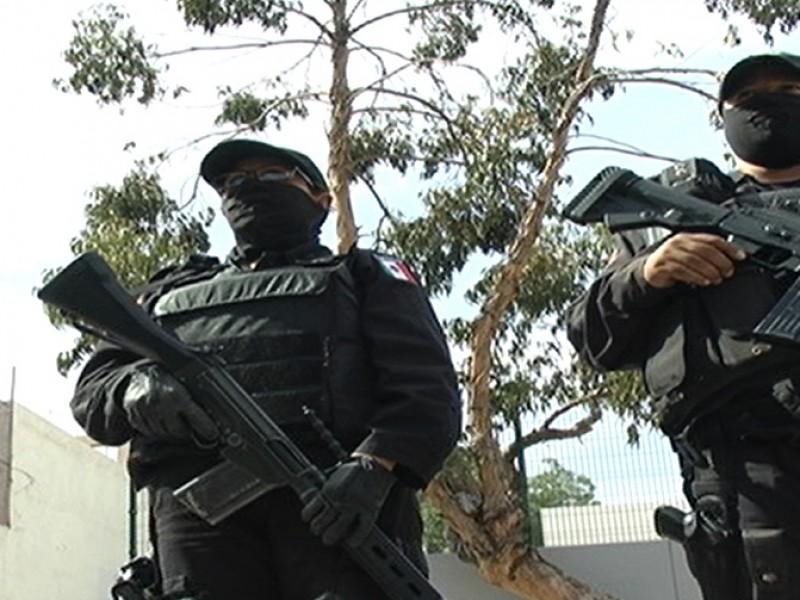 Elementos policíacos golpean joven