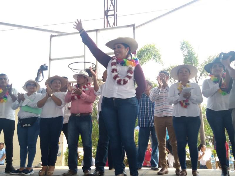 Elsa Valencia cierra campaña electoral en Petacalco