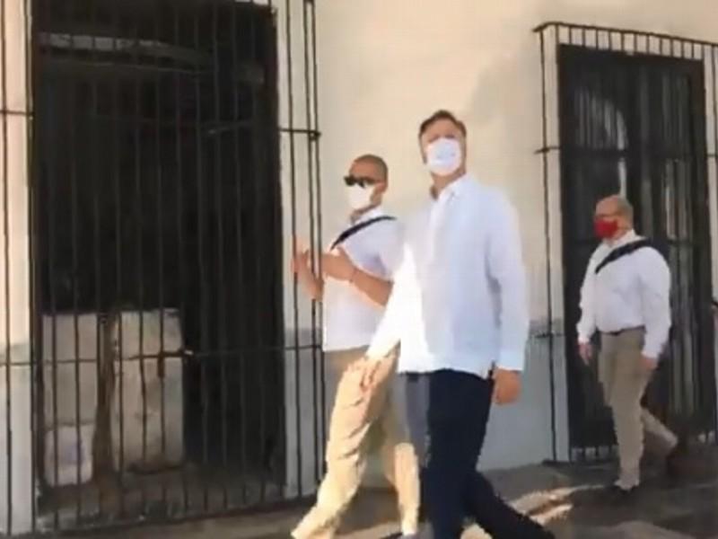 Embajador de EE.UU. recorre centro histórico de Veracruz
