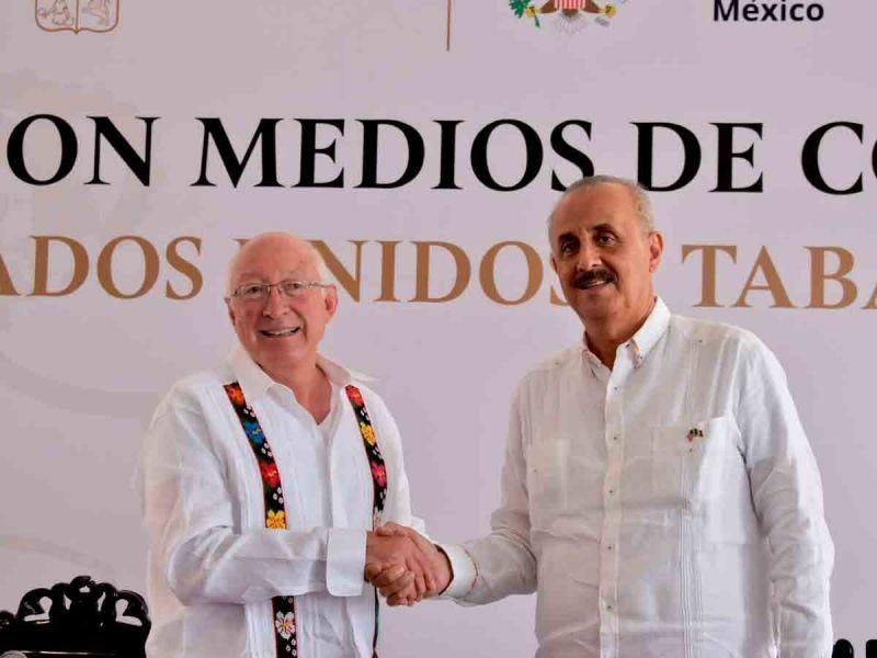 Embajador de EU, Ken Salazar se reúne con gobernador tabasqueño