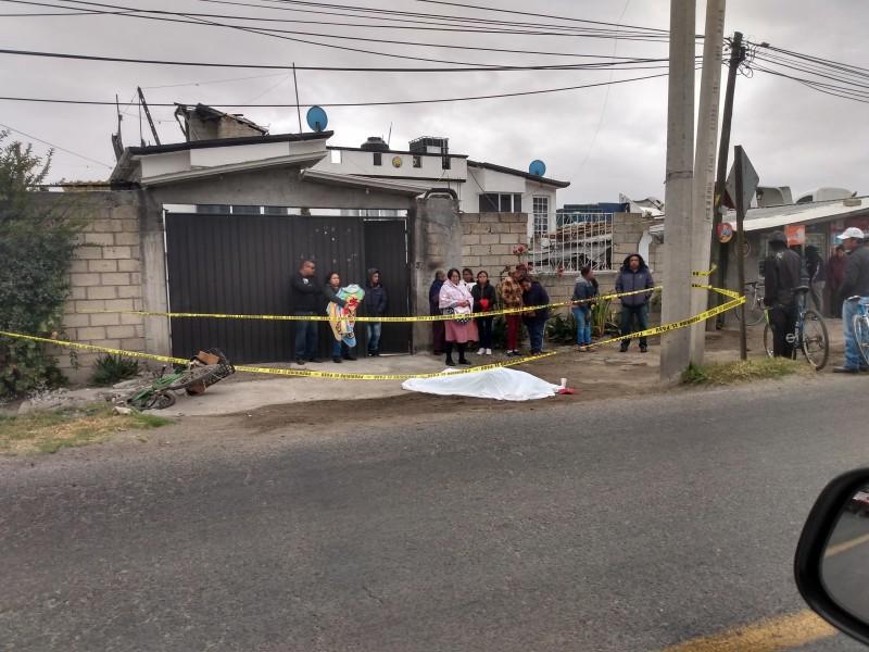 Embisten a ciclistas en Toluca