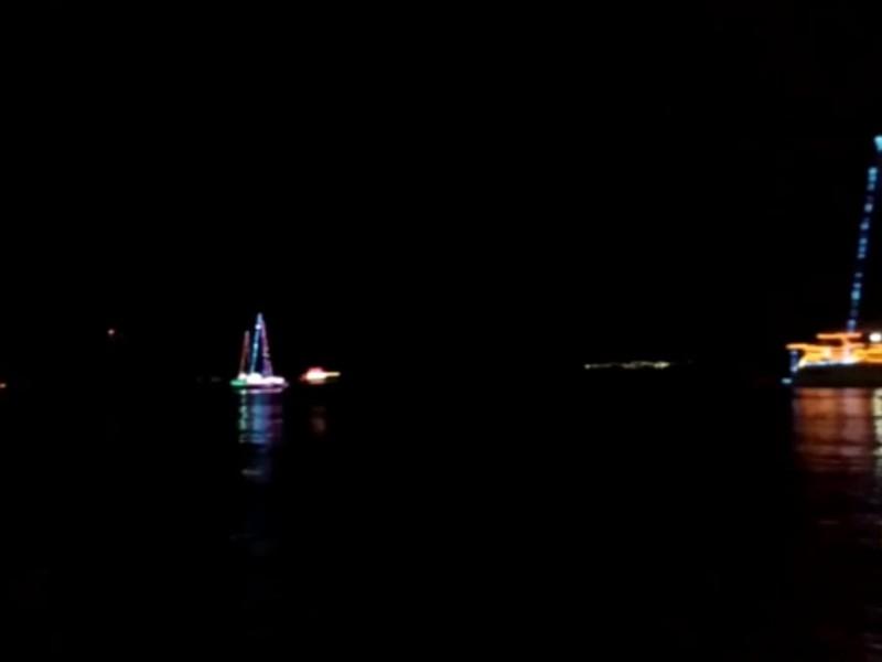 Emociona a turistas el Boat Parade 2020