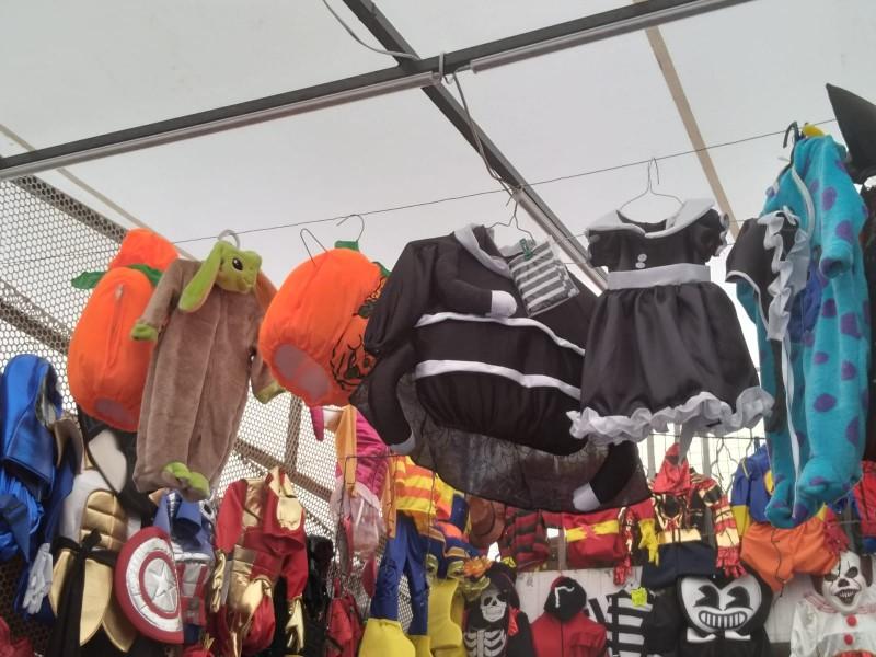 Empieza recuperación económica para vendedores de disfraces