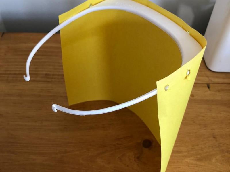 Empresario fabrica protectores faciales para personal médico