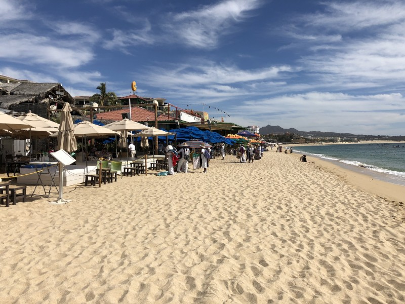 Empresarios de playa El Médano otorgarán cubrebocas a turistas