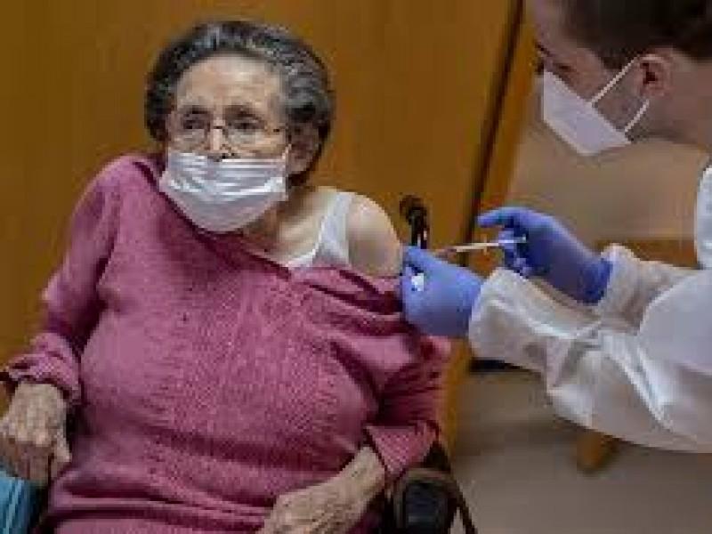 En 24hrs aplican 44 mil 916 vacunas anticovid en Puebla