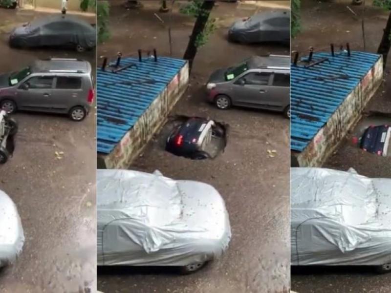 En cuestión de segundos, socavón traga auto estacionado en India