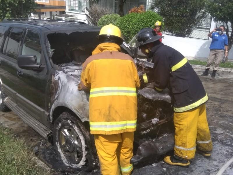 En Jardines, incendio es sofocado por bomberos