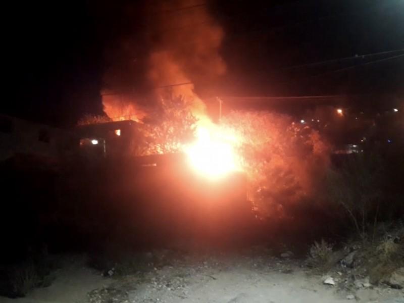 En llamas una vivienda en la Agustín Olachea