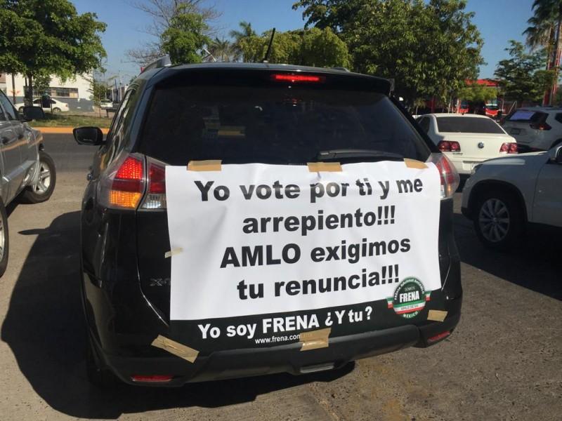 En Los Mochis realizan caravana, exigen renuncia de AMLO