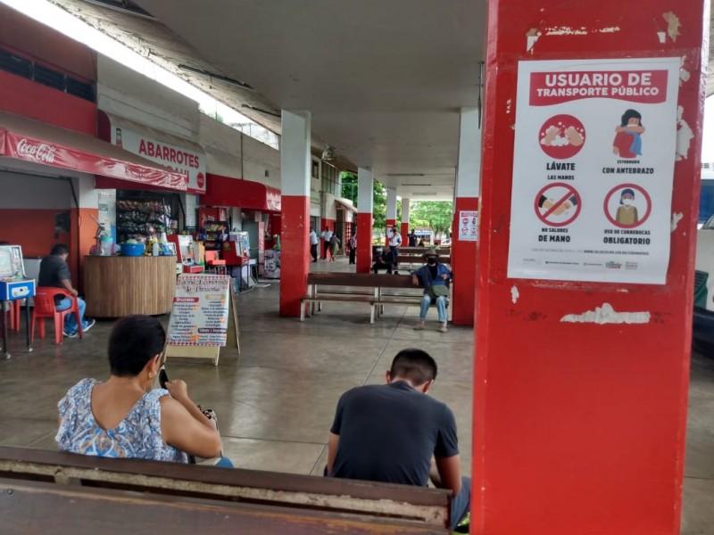 En Los Rojos, muchos no quieren usar cubrebocas: Choferes
