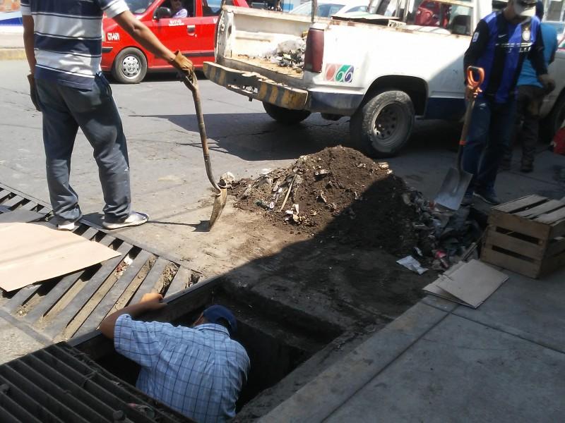 En marcha limpieza de alcantarillas pluviales de Tepic