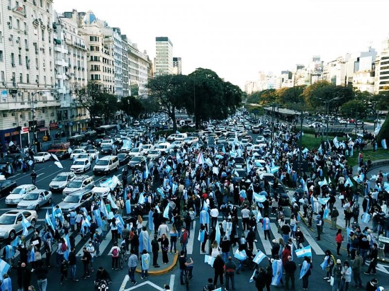 En medio de crisis sanitaria, Argentina presenta protestas contra cuarentena