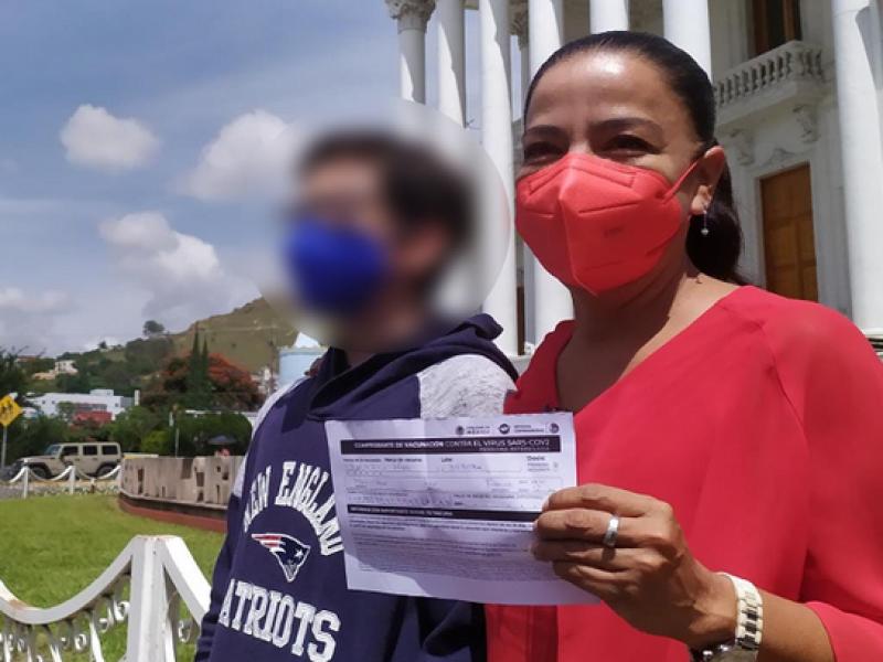 En Oaxaca vacunan a 18 menores de edad tras amparo