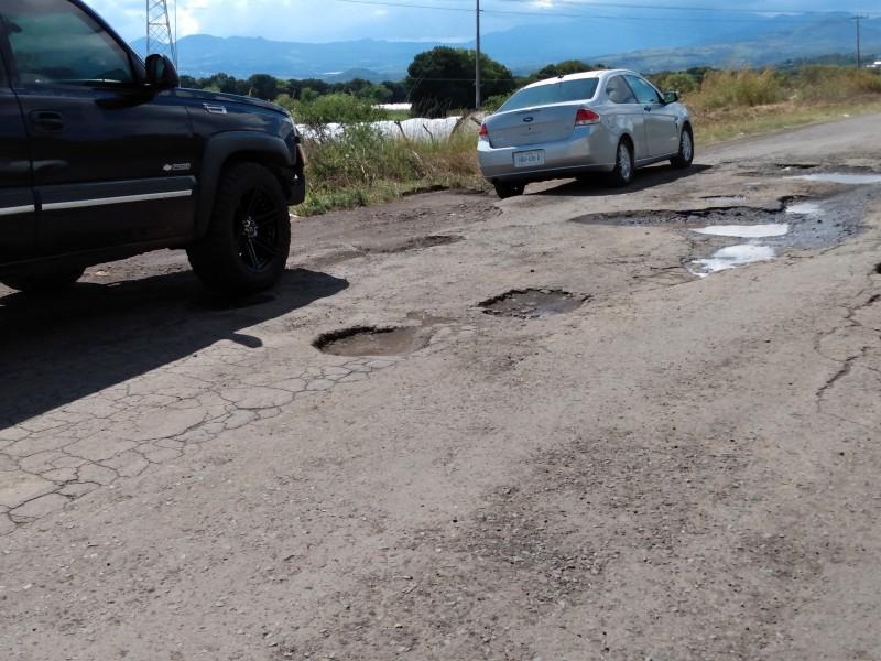 En pésimas condiciones carretera Gómez Farías-San Antonio.