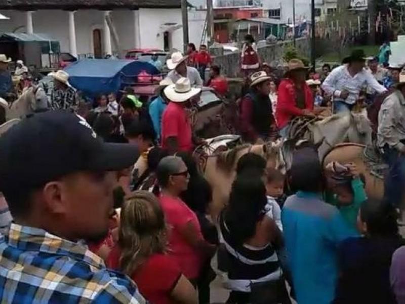 En Rayón desafían al COVID-19 con festividades masivas