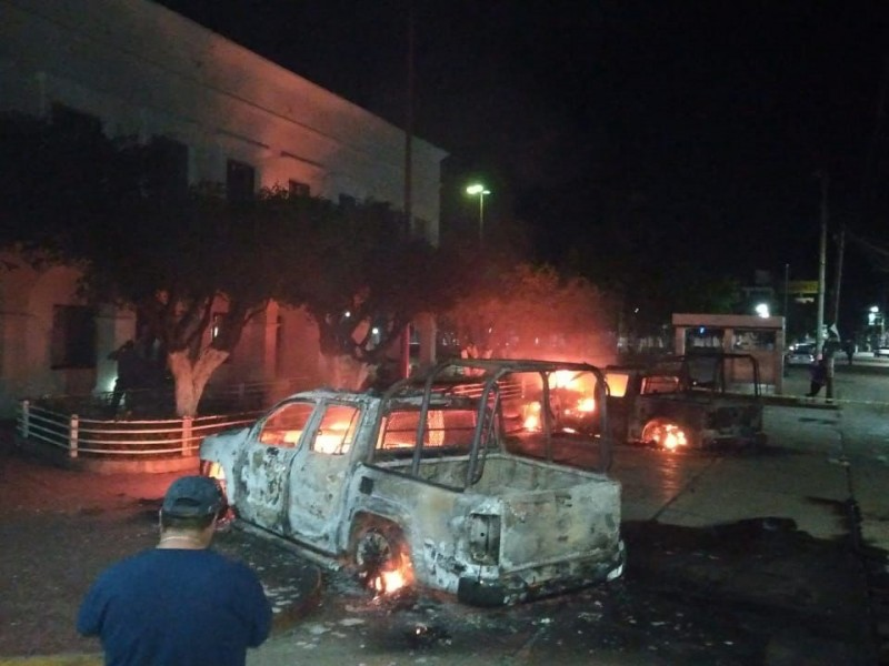 Encapuchados incendian patrullas en Frontera Comalapa