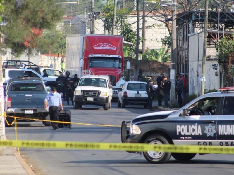 Encuentran cadáver al interior de una auto en Córdoba